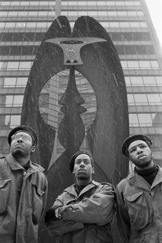 Black Panthers and Picasso, Chicago, Illinois, 1969, photo by Hiroji Kubota/Magnum.