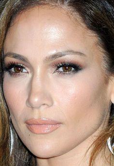 Close Up Of Jennifer Lopez At The 2017 Grammy Awards