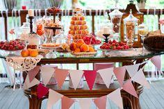 Добавить арбузы и мохнатые георгины - и мой идеальный сладкий стол готов!