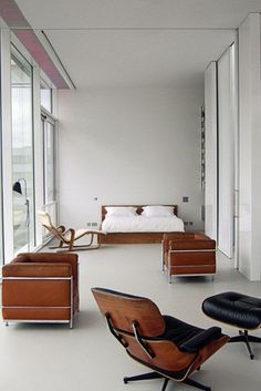 Eames chair, great combination with club chairs. Love the simplicity! !