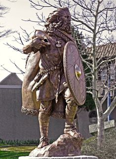 Statue of the first King of Norway, Harald Hårfagre - I am positive that this part of the source material for Skyrim's many armors/clothing