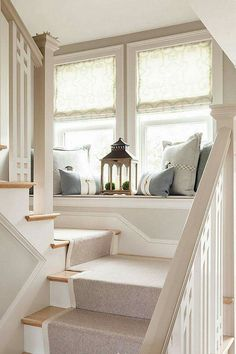 Window seat on stair landing - House of Turquoise - Casabella Home Furnishings and Interiors House Of Turquoise, Style At Home, Decorating Small Spaces, Window Decorating, Stairway Decorating, Decorating Ideas, Staircase Decoration, Deco Design, Design Miami