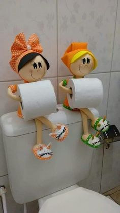 Toilet paper holder is one of the basic necessity of every bathroom. No matter how big or small your bathroom is, you need to have a toilet paper holder that Tin Can Crafts, Kids Crafts, Diy And Crafts, Craft Projects, Upcycling Projects, Sewing Projects, Diy Simple, Easy Diy, Wall Mounted Wire Baskets