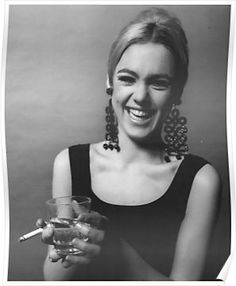 Edie Sedgwick, 1966 Photo Jerry Schatzberg I've coveted these earrings for too long Jerry Schatzberg, Edie Sedgwick, Beat Generation, Andy Warhol, Candy Darling, Poor Little Rich Girl, Katharine Ross, Chelsea Hotel, Swinging London
