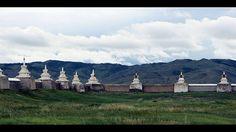 Karakorum-Karakorum war die Hauptstadt des von Dschingis Khan gegründeten Mongolenreiches. War sie zu seinen Lebzeiten noch mehr eine Residenz gewesen, so wurde sie von seinem Sohn später zu einer umfangreichen Stadtanlage ausgebaut. Bald wurde Karakorum zum politischen und religiösen Zentrum des mächtigen Mongolenreichs.