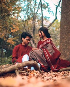 Romantic Couples Photography, Cute Kids Photography, Kerala Wedding Photography, Wedding Couple Poses Photography, Photography Poses Women, Indian Photoshoot, Couple Photoshoot Poses, Cute Couple Drawings, Film Aesthetic