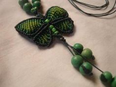 colar borboleta de macramê colar fio encerado,sementes de açaí,misangas macramê