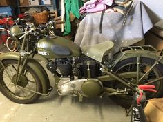 Ariel motorcycle - see it for real at W&P Revival 2016! #1920 #1930 #1940 #1950 #motorbikes #motorcycle #military #matchless #norton #normandy #ariel #harleydavidson #retro #vintage #vintagevehicle http://ift.tt/1KwB1Ie