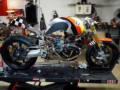 R Scrambler - caferacerpasion: BMW R nineT Cafe Racer COC -...