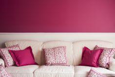 Lassen Sie ihr Zuhause mit mehr Farbe erstrahlen. Ein Traum in Pink! Trends, Bed Pillows, Pillow Cases, Pink, Sofa, Colours, Ad Home, Pillows, Settee