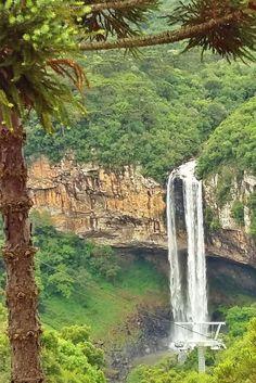 Atrações a conhecer em Canela, RS: Parques da Serra (Cachoeira Caracol de Bondinho), Mundo Gelado, Terra Mágica Florybal, Reino do Chocolate e Mundo a Vapor