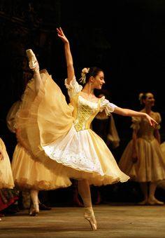 Birmingham Royal Ballet - Coppélia: Laëtitia Lo Sardo as one of Swanilda's Friends; photo: Bill Cooper