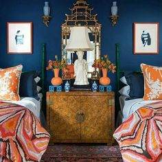 The @TrinaTurk #Peacock Print #fabric meets its match with deep #navy walls in a guest #bedroom by @ParkerKennedyLiving for @housebeautiful by @ChristinaWedge @schumacher1889 #commanderinchic #schustagram #interiordesign #style #fabulous #interiordesigner #interior #design #bespoke #home #style #interiors #TrinaTurk #schumacher1889 #bold #beautiful #instapic #instagood #inspiration #colorful #love