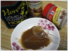Acne Mask Treatment-Mix one teaspoon of grounded cinnamon, one teaspoon of grounded nutmeg and one teaspoon of honey together into a thick paste. Apply on your face for half an hour and then rinse off with warm water. Honey Acne Mask, Honey For Acne, Honey Face, Beauty Care, Diy Beauty, Beauty Secrets, Beauty Hacks, Beauty Products, Body Products