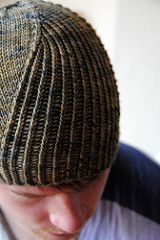 Windschief is a 2 in 1 knitting pattern! Instructions are included to make both the hat and matching cowl.