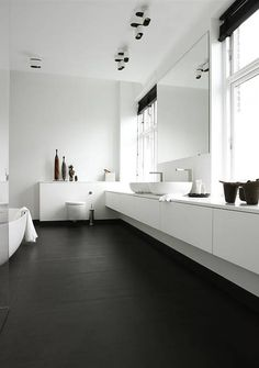 Minimalist Bathroom // all white with dark floors // Boffi kitchens - bathrooms - systems Monochrome Interior, Black And White Interior, Scandinavian Interior Design, Decor Interior Design, Black White, Scandinavian Style, Interior Decorating, Minimalist Bathroom, Minimalist Interior