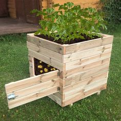 Actually looks like a good DIY project, instead of buying it. Love it. the Zest4Leisure Square Potato Planter Garden Planters, Veg Garden, Herb Planter Box, Garden Benches, Small Vegetable Gardens, Vegetable Planters, Diy Planters, Planter Ideas, Garden Boxes