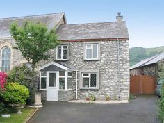 Cartref Bach - pet friendly luxury holiday cottage in Llanrhystu, Ceredigion sleeps 4 plus 2 dogs welcome near beach - West Wales Holiday Cottages