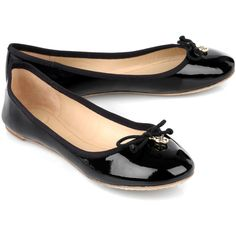 Tory Burch Patent Leather Ballet Flats (1,705 MXN) ❤ liked on Polyvore featuring shoes, flats, sapatos, zapatos, chaussures, black, black patent leather flats, black slip on shoes, black flat shoes and black ballet flats