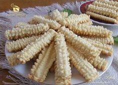 Imagini pentru ce are petruta dinu zice petruta dinu Romanian Desserts, Romanian Food, Spritz Cookies, Galletas Cookies, Best Cookie Recipes, Baking Recipes, Pie Dessert, Dessert Recipes, Pita