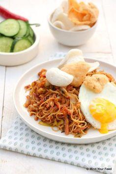 2 speklappen ipv spekreepjes even voorkoken in bouillon. Wok Recipes, Dutch Recipes, Asian Recipes, Dinner Recipes, Cooking Recipes, Healthy Recipes, Bami Recipe, Fat Reducing Foods, Indonesian Food
