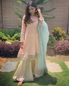 Buy Peach And Antique White Color Sharara Suit by Akanksha Singh at Fresh Look Fashion Designer Party Wear Dresses, Kurti Designs Party Wear, Indian Designer Outfits, Pakistani Formal Dresses, Pakistani Dress Design, Pakistani Outfits, Pakistani Fashion Party Wear, Pakistani Couture, Ethnic Outfits