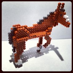 sandylandya@outlook.es  3D Horse perler beads by mitsuoinuta