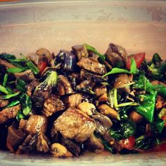 Salad with steak and mushrooms Beef Recipes, Salad Recipes, Healthy Recipes, I Want Food, Love Food, Clean Eating Recipes, Healthy Eating, Nutrition Meal Plan, Tapas