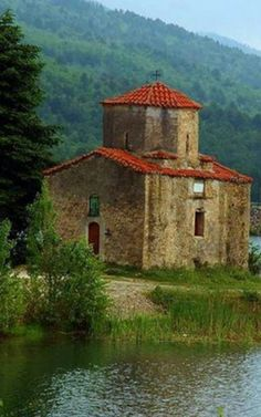 Fanourios' church at Doxa Lake, Corinthia, Peloponnese Santorini Villas, Myconos, Greece Photography, Greece Vacation, World Pictures, Ancient Ruins, Place Of Worship, Religious Art, Beautiful Islands