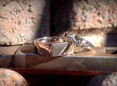 Valkokulta timanttisormus/ kantasormus