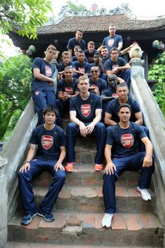 Arsenal in china with mr lung long chang Football Is Life, Arsenal Football, Arsenal Players, Arsenal Fc, Theo Walcott, Hector Bellerin, Mikel Arteta, Arquitetura, Sports
