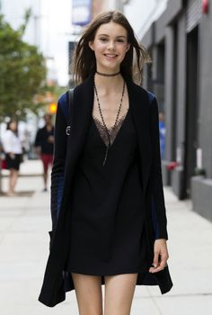 4 New Ways to Wear the Choker Necklace - ELLE.com More 70s Fashion 3fe4b14ae83