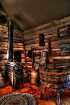 Cool old log cabin room!!
