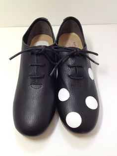 ★楽ちん靴★ 黒×白ご覧いただきありがとうございます。イベントで一番人気の楽ちん靴やっとクリーマに出品できました。厚みのある柔らかい革で仕立てまし...|ハンドメイド、手作り、手仕事品の通販・販売・購入ならCreema。