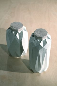 paper vase – Origami World Beton Design, Concrete Design, Metal Vase, Wooden Vase, Paper Packaging, Packaging Design, Architecture Origami, Design Industrial, Modern Industrial