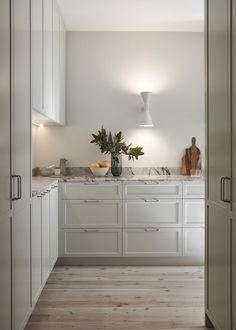 Beige Kitchen, Stone Kitchen, White Shaker Kitchen, Interior Desing, Interior Architecture, Interior Decorating, Decorating Ideas, Decor Ideas, Country Look