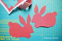 Loads of Tutorials Sewing For Kids, Free Sewing, Sewing Tips, Sewing Hacks, Sewing Projects, Easter Placemats, Bunny Templates, Fabric Pen, Applique Designs