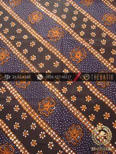 Kain Batik Tulis Jogja Motif Lereng Kembang Latar Hitam | #Indonesia Traditional #Batik Tulis #Design. Hand-dyed and HandDrawn Process http://thebatik.co.id/kain-batik-bahan/batik-tulis/