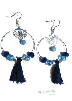 Grandes boucles d'oreille créoles finition argentée , au centre de belles estampes lotus et leurs perles bleu pastel , ensemble : Boucles d'oreille par melletincelle-bijoux