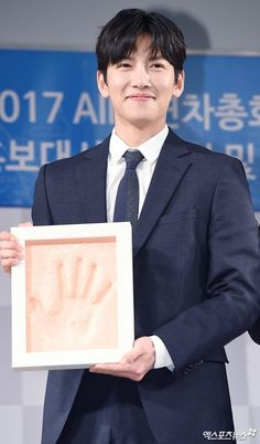 On 16 May, Ji Chang Wook was named as an Honorary Ambassador at a commemoration ceremony held today at the KT Square Dream Hall in Jongno-gu, Seoul in advance of the 2017 AIIB (Asian Infrastructure…
