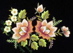 lowickie roze | zlote-lowickie-roze-i-jasnozolte-niezapominajki-wyhaftowane-recznie ...