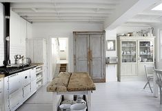 kitchen: like the mixture of pale gray (minus the fake aging) and white and creamish colors