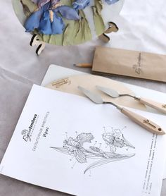Fotos de Evgenia Ermilova Sculpture Painting, Clay Flowers, Botanical Art, Sculpting, Decoupage, Photo Wall, Wall Decor, Plaster Paris, Modeling Paste