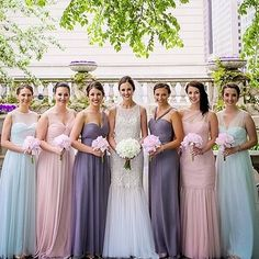 Fabulous bride wearing @annebargebride and bridesmaids wearing @amsalebridesmaids. Loving the mix and match style and pastel colors! #AmsaleBridesmaids #AnneBargeBride #realbride #bride #bridesmaids #love #beauty #weddingday #weddinginspiration #maidofhon