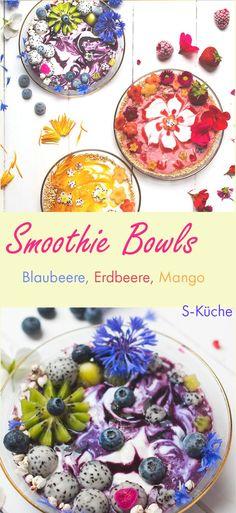 3 Flower-Power Smoothie Bowls - Blaubeere, Erdbeere oder Mango. Ideen für sommerfruchtige Frühstücksschüsseln mit essbaren Blüten