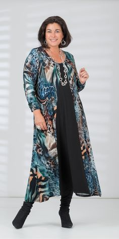 Look fabulous this season with our plus size clothing for ladies, sizes We've everything from fashionable tops and trousers, to summery dresses. Mature Fashion, Fashion Over 50, Plus Size Fashion, Dress Outfits, Cute Outfits, Fashion Outfits, Womens Fashion, Plus Size Dresses, Plus Size Outfits