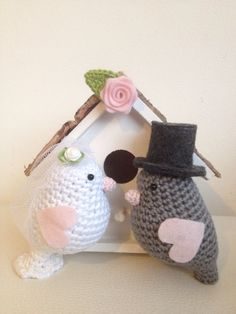 Care and stuff: Gift wedding Crochet Birds, Love Crochet, Crochet Toys, Diy Cat Toys, Wedding Doll, Crochet Wedding, Macrame Plant Hangers, Crochet Home Decor, Amigurumi Doll