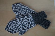 Ravelry: Selbu Flowers (Mittens) pattern by Natalia Vasilieva Mittens Pattern, Knit Mittens, Ravelry, Knitting Patterns, Crochet, Flowers, Crafts, Knit Patterns, Manualidades