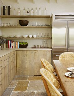Light wood paneling for cabinets matching wood for shelves | Belgium