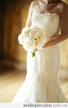 sleeveless lace trumpet bridal gown with white peonies